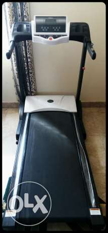 Brand:lifegear. Used sturdy treadmill in excellent condition مسقط -  2
