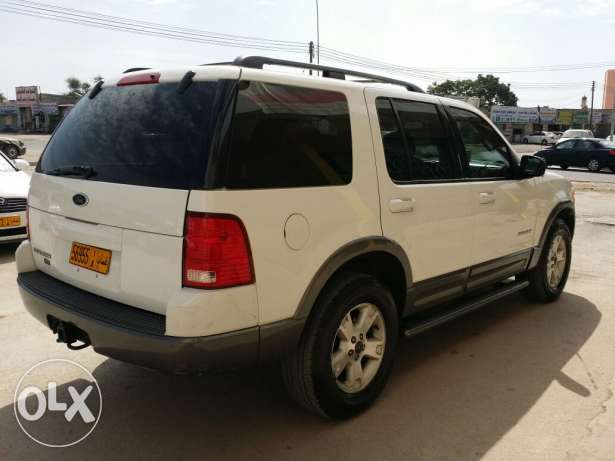 Ford explorer 2004 full option sunroof urgent sale صلالة -  2
