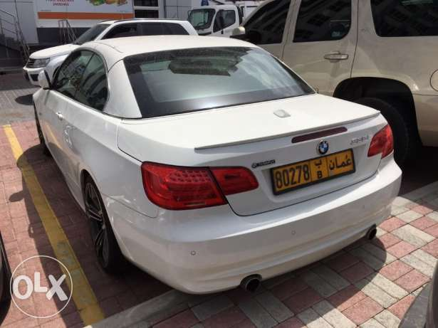 BMW Excellent Offer! 2011 BMW 335i convertible 75,000KM full insurance مسقط -  3