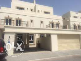 Rear oppertunty to lease 5BR Azibha private compound villa.